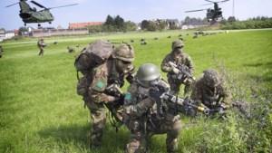 Militaire oefening met helikopters in Meerssen
