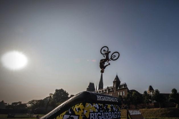 Foto van de week: MTB-atleet Vinny vliegt boven de kerktoren