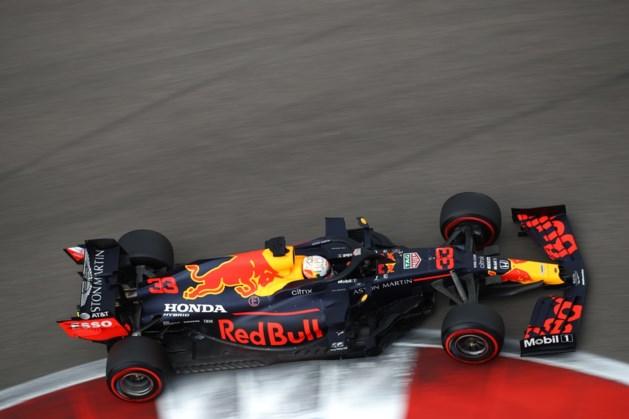 Pole voor Hamilton in Rusland, Verstappen stunt met tweede plaats