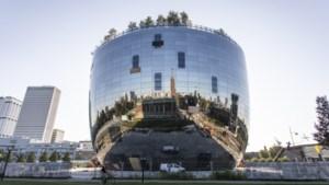 Sjarel Ex uit Kerkrade leidt rond in Rotterdams spiegelpaleis waar 151.000 kunstobjecten een plek krijgen