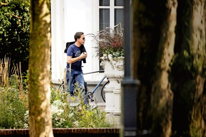 Kabinet worstelt met coronastrategie: 'Te soft is geen optie en heel Nederland op slot ook niet'