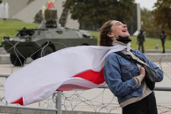 Freelancejournaliste Nasta Zacharevich werd opgepakt bij het vrouwenprotest in Wit-Rusland: 'Ze stopten me dertig uur in een kooi, zonder eten'