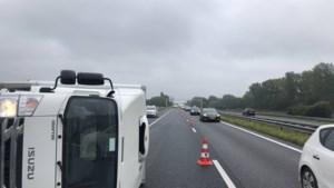 Gekanteld voertuig op A2: verkeer via A73 en A67 omgeleid
