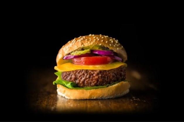 'Van Limburgs kweekvlees gemaakte hamburger in 2023 in winkel'