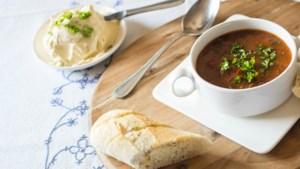 Herfstrecept: Deze rijkelijk gevulde goulashsoep is de perfecte maaltijd