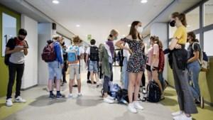 Dringend advies om mondkapjes te dragen op middelbare scholen
