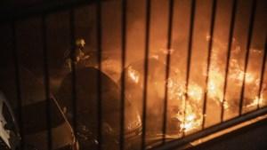 Meerdere auto's in vlammen op in Beek