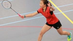 Flora (13) is klein en timide, maar maakt grote indruk in het badminton