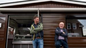 Giel Evers (75) stopt na 52 jaar met zijn houten frietkot in Maasbracht: 'Mensenkennis, dat krijg je hier wel'