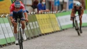 Magistrale Van der Poel soleert naar etappezege en eindwinst in BinckBank Tour