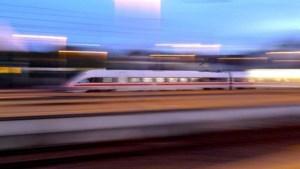 Schoonmakers ontdekken verdacht pakketje in trein Keulen