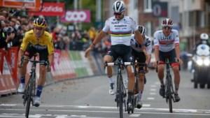 Alaphilippe blundert in Luik en laat zich op streep verrassen door Roglic