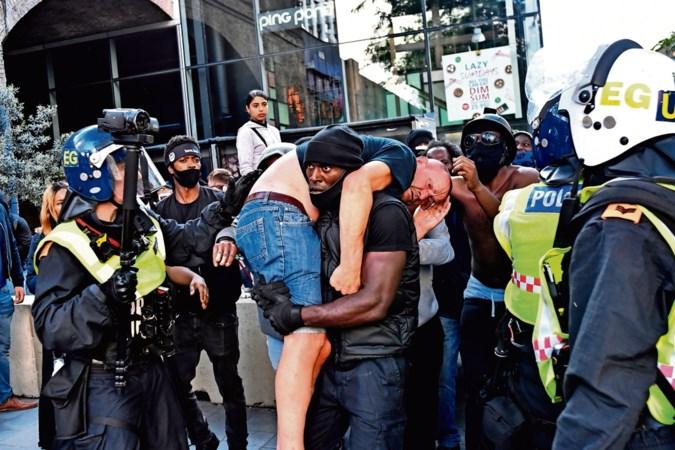 Toevalsheld Hutchinson: ik gooide de hooligan voor voeten van politie