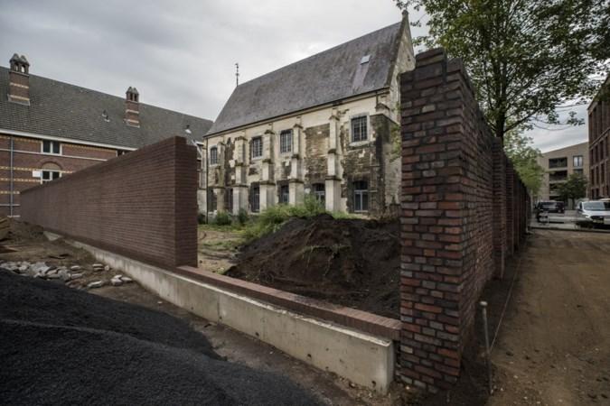 Bewuste botsing tussen een nieuwe en een historische muur in hartje Maastricht