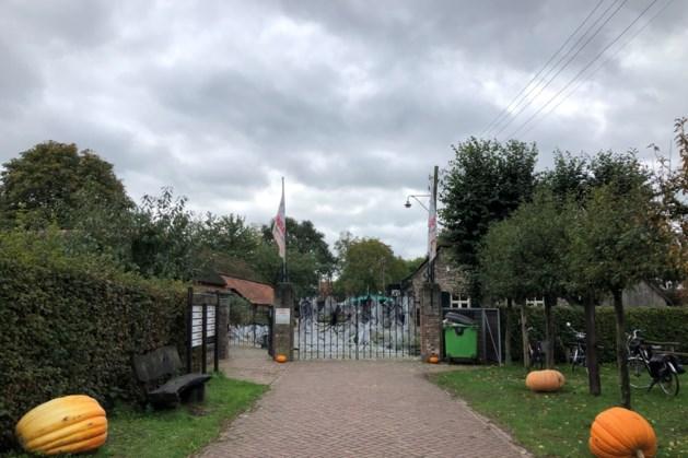 Pottenverkoop voor een goed doel in museum Eynderhoof