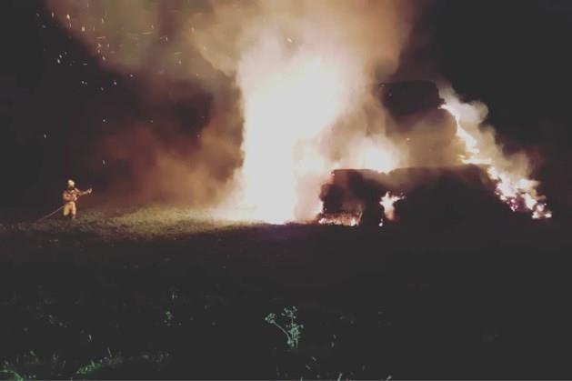 Brand in hooiberg Eckelrade laait weer op: mogelijk overlast voor omwonenden