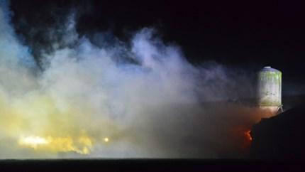 Video: Brand in tractor en hooiopslag Leveroy