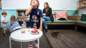 Lekker weekend: Wendy uit Vroenhoven trakteert haar kinderen na de eerste voetbalwedstrijd op een overwinningsontbijt in een Maastrichts familiecafé