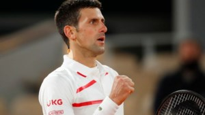 Djokovic stoomt zwaarbevochten door naar halve finales