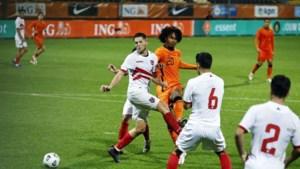 Jong Oranje spaart Jong Gibraltar maar staat met één been op EK
