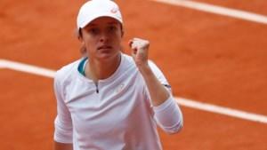 Poolse Iga Swiatek (19) pakt hoofdprijs op Roland Garros