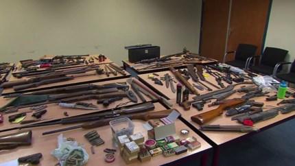 Van oefenlandmijnen tot ceremoniële sabels: bijna 250 wapens ingeleverd bij de politie