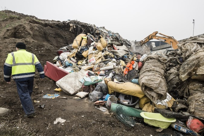 Maasgouw wil geen 'afvalcowboys' meer, steekt stokje voor afvalverwerking op Koeweide in Maasbracht