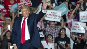 Negatief geteste Trump hervat campagne in Florida