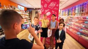 Kinderen die zich vervelen in de herfstvakantie? Zo <I>vloggen</I> de vrije dagen om!
