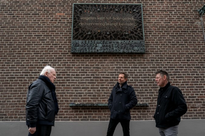 Zelfs het kleinste steentje van het kunstwerk ter nagedachtenis aan de Maastrichtse slachtoffers van de Holocaust vertelt een verhaal