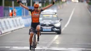 Dubbelslag: Blaak soleert naar indrukwekkende zege in Ronde van Vlaanderen