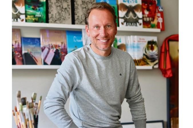 Mark Janssen uit Valkenburg gaat met zijn nieuwste prentenboek 'Altijd Dichtbij' met de billen bloot