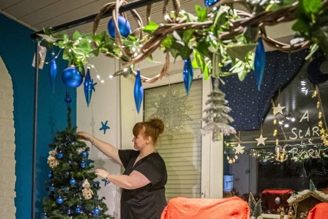 Extra vroeg de kerstboom optuigen als troost in deze barre tijd:  'Even iets anders dan die stomme coronamaatregelen'