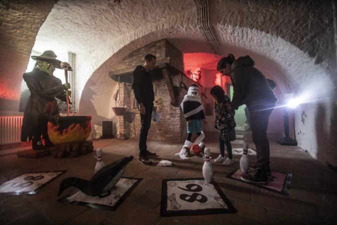 Levend ganzenbord in kasteel Limbricht: 'griezellig' spelen om heks en corona te verslaan