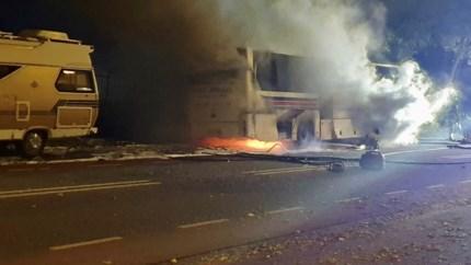 Video: Touringcar mogelijk in brand gestoken in Landgraaf