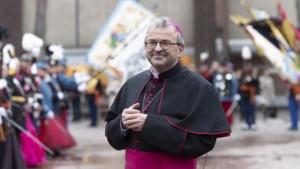 Bisschop Harrie Smeets wijdt zes nieuwe diakens