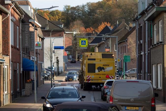 Actiecomité in Schinnen: Beekdaelen moet zo snel mogelijk parkeren toestaan op drukke, doorgaande weg om verkeer af te remmen
