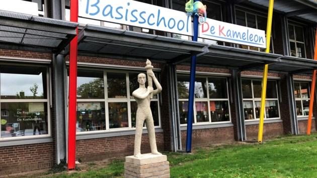 Vernield beeld van Gard van Wegberg terug bij basisschool Weert