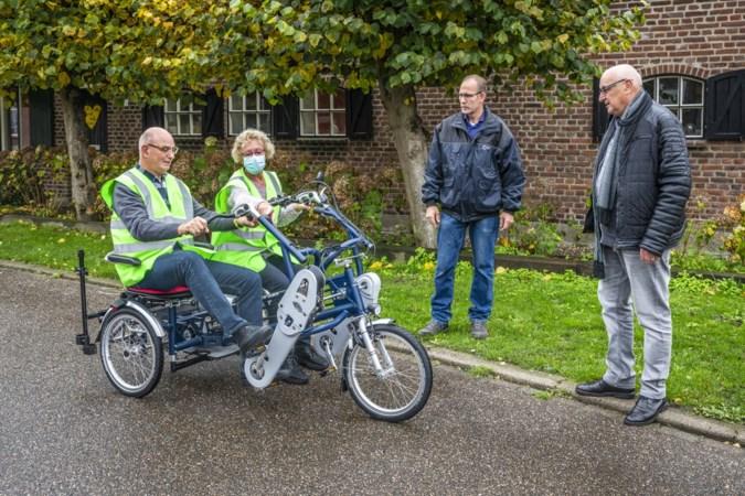 Duofiets brengt inwoners Merselo dichter bijeen: 'We gunnen ieder dorp zo'n fiets'