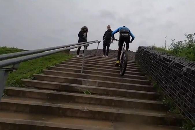 508 traptreden met de fiets omhoog: Sittardenaar Milan Vader voltooit als eerste trappenchallenge op Landgraafse Wilhelminaberg