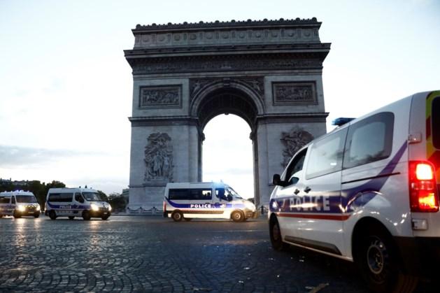 Omgeving Arc de Triomphe in Parijs even afgezet vanwege bomalarm