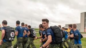 Hoensbroekse marinier Bob Schoonbroodt verpulvert met zijn team wereldrecord speedmars: een marathon met achttien kilo bepakking op de rug