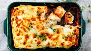 Je kunt meer met een pompoen dan er soep van maken: probeer eens deze heerlijke ovenschotel van Janneke Philippi
