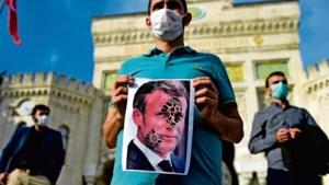 Waarom de presidenten Erdogan en Macron elkaar in de haren vliegen