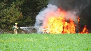 Bestelbus brandt volledig uit in Blerick