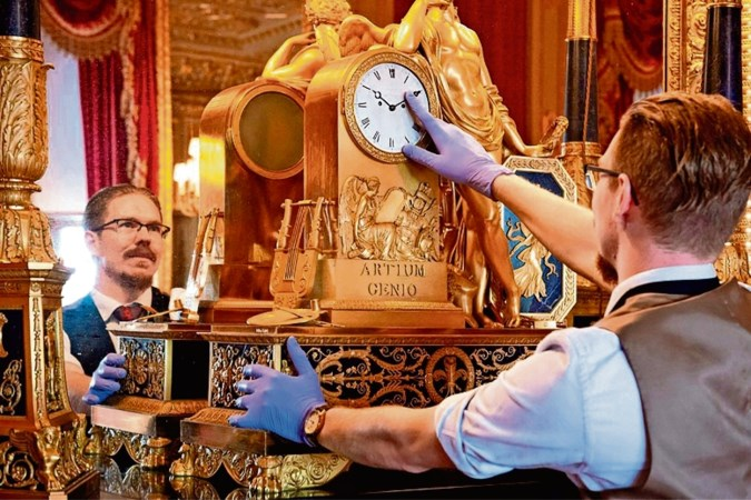 Fjodor draaide handmatig de vierhonderd klokken van The Queen op Windsor Castle terug