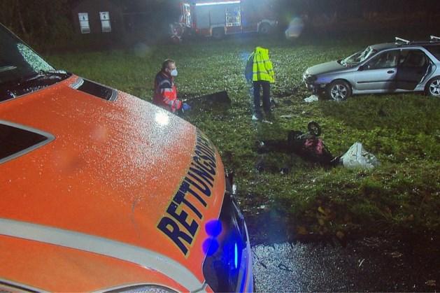 Auto rijdt in op groep mensen in Kempen: jongen (12) komt om