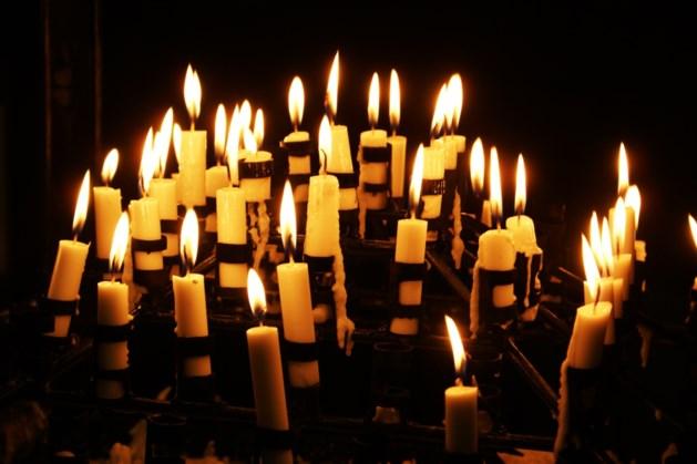 Wel kaarsen voor overledenen, geen viering