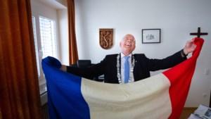 Duitse burgemeester geridderd in Sittard-Geleen tijdens ceremonie pal op de grens