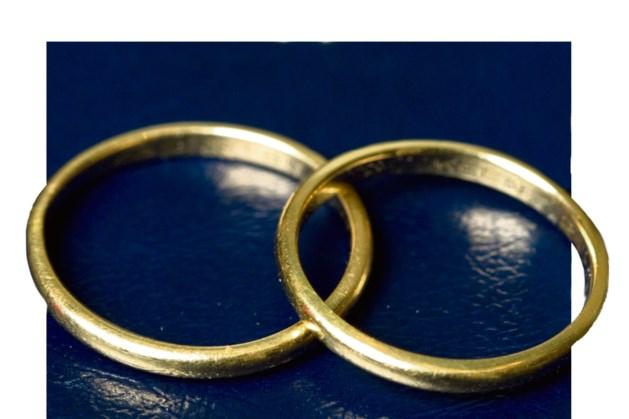 Burgemeester Brunssum op visite bij diamanten bruidspaar